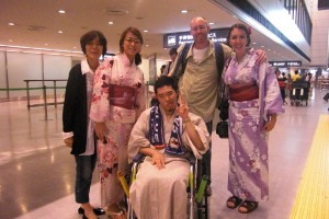 picking up Evan at the airport in a yukata!